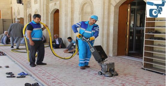 Bayram öncesi camiler temizlendi