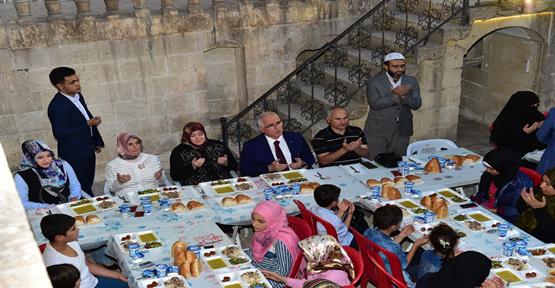 Vali Tuna, Suriyeli Yetim Ve Yoksullarla İftar Açtı