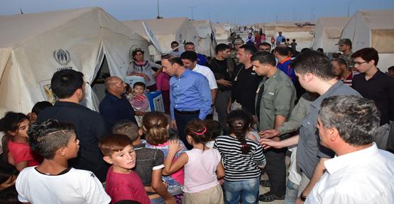 Vali Erin Suriyelilerle Bir Araya Geldi
