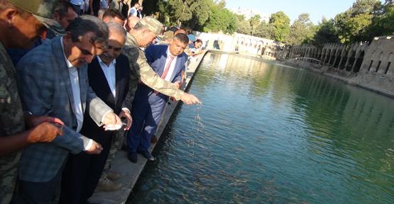 Genelkurmay Başkanı Akar, Urfa'da Bayram Namazını Kıldı