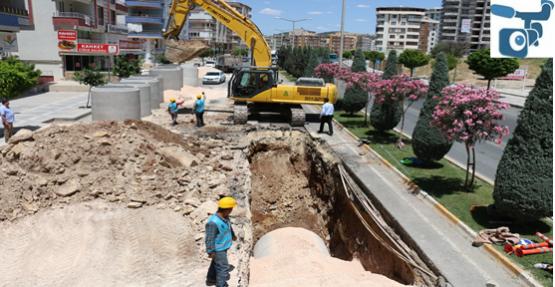 Karaköprü'de Drenaj Hat Döşeme Çalışmaları Sürüyor