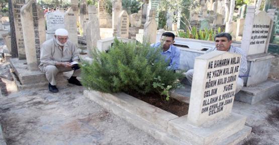 Urfa'da Kabir Ziyaretinde Yoğunluk