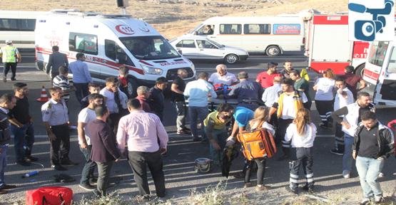 Şanlıurfa'da İşçileri Taşıyan Minibüs Devrildi, 14 Yaralı