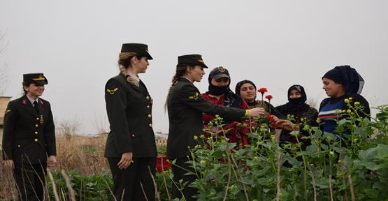 Jandarma Çalışan Kadınları Unutmadı