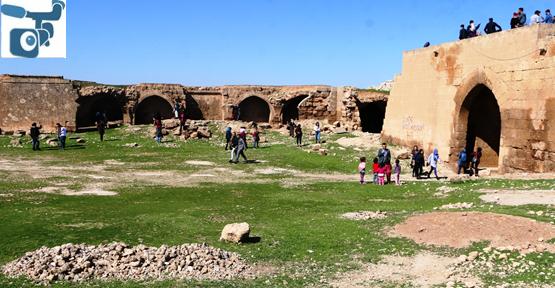 Üniversite Öğrenciler Tarihi Mekanları Gezdi.