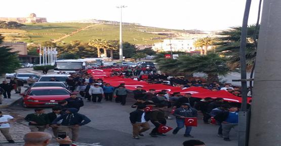 Şanlıurfa'da Şehitler İçin Yürüyüş Yapıldı