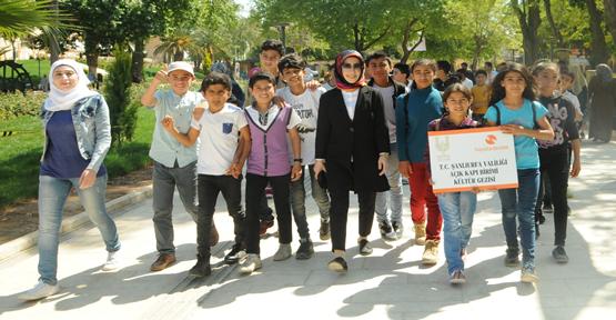 Suriyeli Öğrenciler Açık Kapı İle Tarih Yerleri Gezdi
