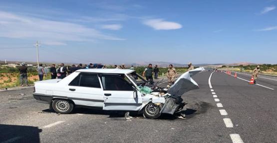 Urfa'da iki otomobil çarpıştı, 2 ölü, 4 yaralı