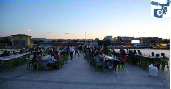 Urfa'da yüzlerce insan aynı sofrada buluştu