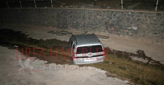 Karakörpü'de Araç Dereye Düştü