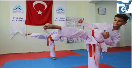 AK Evler Spor Salonları Projesiyle Binlerce Gence Ulaştı