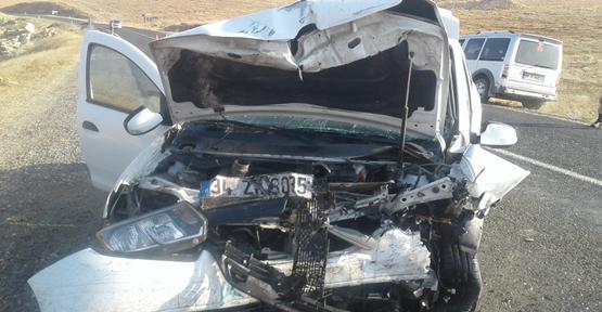 Halfeti- Birecik Yolunda İki Otomobil Çarpıştı, 5 Yaralı