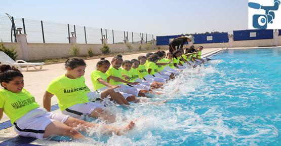 Haliliye'de 8- 11 Yaş Arası Çocuklar Yüzmeyi Öğreniyor