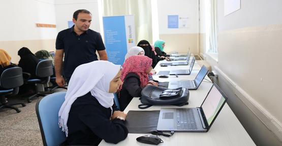RET Vakfı'ndan Eyyübiye HEM'e bilgisayar desteği