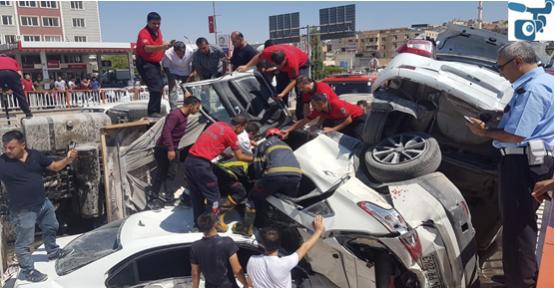 Şanlıurfa'da Kamyon Otomobilleri Biçti, 1 Ölü, 4 Yaralı