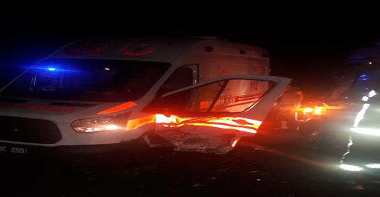 Urfa'da Yaralılara Müdahaleye Giden Ambulans Kazaya Karıştı: 5 Yaralı