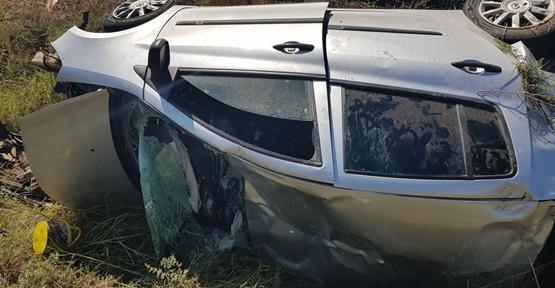 Urfa'da Otomobil Şarampole Yuvarlandı, 1 Yaralı