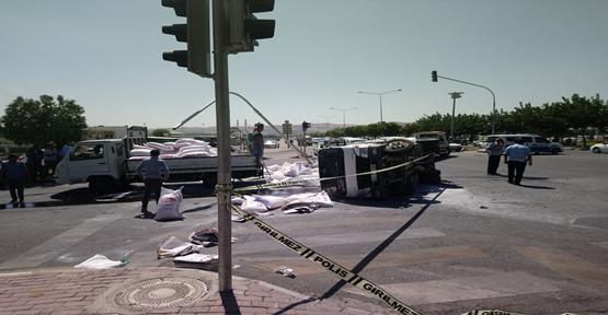 Urfa'da Otomobil Kamyonet İle Çarpıştı, 3 Yaralı