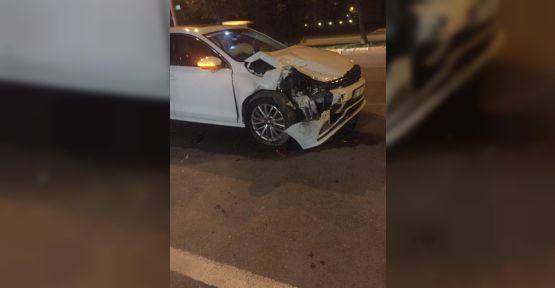 Urfa'da  iki Otomobil Çarpıştı, 2 Yaralı