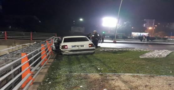 Şanlıurfa'da Otomobil Korkuluklara Çarptı