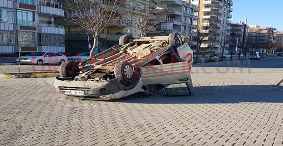 Şanlıurfa'da Öğrenci Servisi İle Otomobil Çarpıştı
