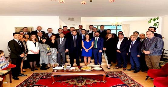 Büyükelçi Önen, Hong Kong'daki Türk iş insanlarıyla