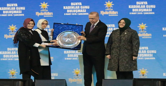 """Erdoğan,""""AK Parti'nin Kadın Kollarında 4,5 Milyon Kadın Üyemiz Var"""""""