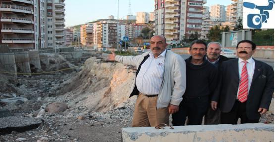 Karaköprü'de  Kapatılmayan Büyük Çukur Tehlike Saçıyor