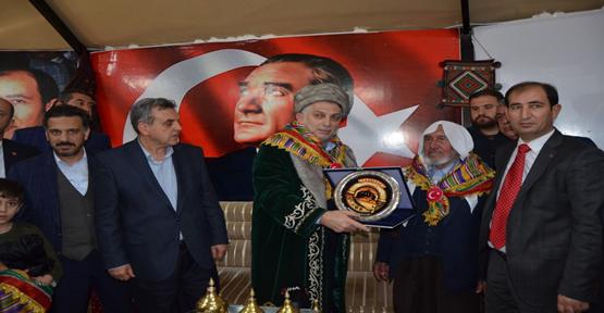 Metin Külünk Türkmen Çadırını Ziyaret Edip AK Parti'ye Destek İstedi