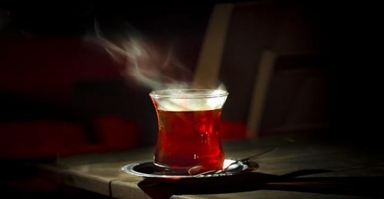 Aman Dikkat! Çayı Bu Şekilde İçmek Kansere Neden Oluyor