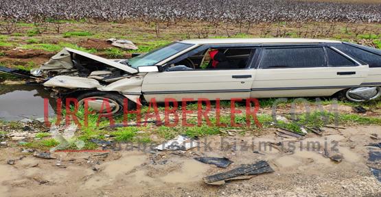 Urfa'da İki Otomobil Kafa Kafaya Çarpıştı, 3 Yaralı