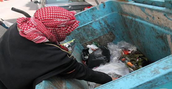 Oğlu Terk Edip Gitti… Torunların Geçimini Çöpten Çıkarıyor