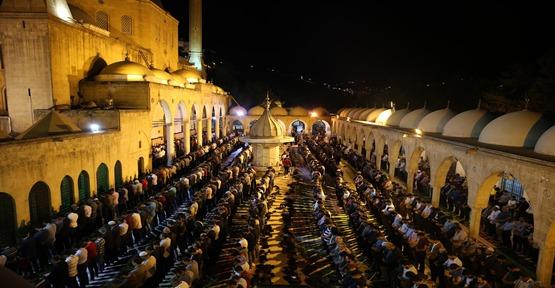 Peygamberler Şehrinde Kadir Gecesi Coşkusu