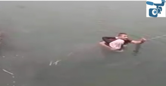 Şanlıurfa'da Fırat Nehri'ne Atlayan Kızı Vatandaşlar Kurtardı