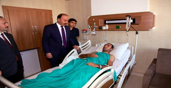 Vali Erin Halfeti'de Çatışmada Yaralı Polisleri Hastanede Ziyaret Etti