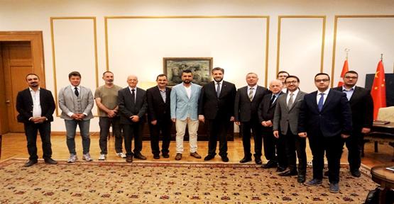 Gazeteci ve İş adamlarından Büyükelçi Önen'e ziyaret