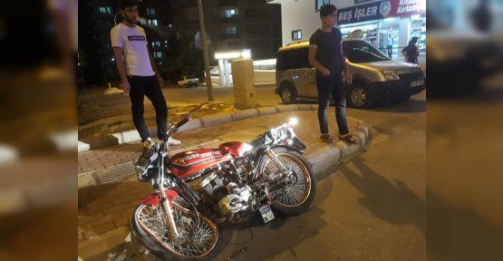 Urfa'da Motosiklet ile hafif ticari araç çarpıştı, 1 ağır yaralı
