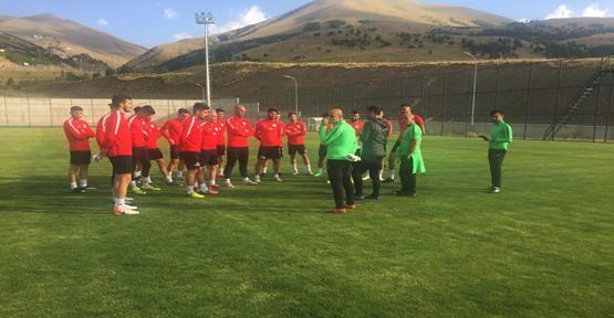 Karaköprü Belediyespor'un Erzurum Kampı Başladı
