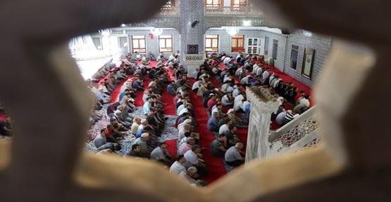 Bayram Namazında Urfa'da Camiler Doldu Taştı