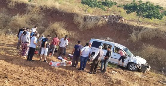 Urfa'da Otomobil Şarampole Devrildi, 5 Yaralı