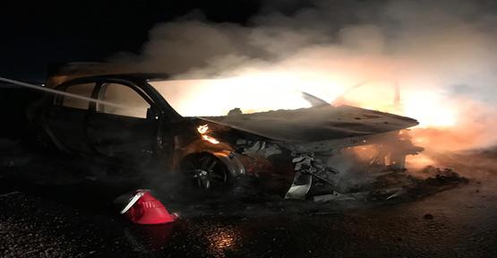 Urfa'da Seyir Halindeki Otomobil Alev Topuna Döndü