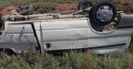 Akçakale Yolunda Minibüs Takla Attı,  5 Yaralı