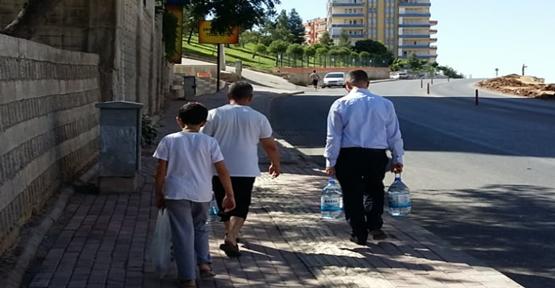 Karaköprü'de Bitmeyen Su Kesintileri