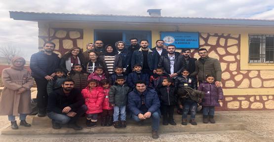 HRÜ'den 3 Köy Okulundaki Öğrencilere Giyecek Yardımı