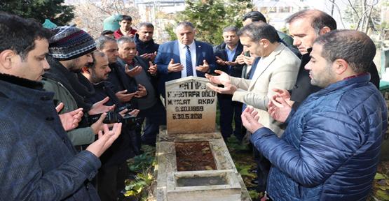 Vefat Eden Gazeteciler Mezarı Başında Anıldılar