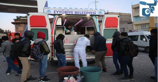 Eyyübiyeliler Sıcak Çorba İle Isınıyor