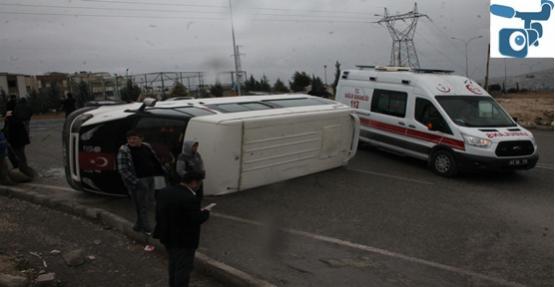 Şanlıurfa'da Otomobil İle Minibüs Çarpıştı