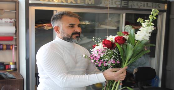 Urfa'da Çiçekçilerin Hazırlığı Vitrinlere Yansıdı