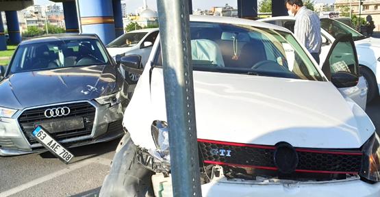Sırrın'da iki otomobil çarpıştı
