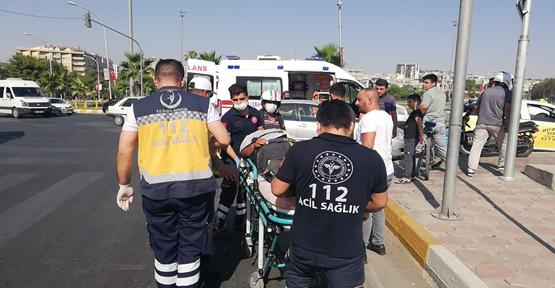 Urfa'da motosiklet otomobil ile çarpıştı
